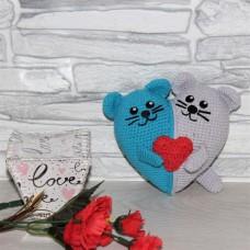Валентинка Котики из двухцветного сердца серо-голубая